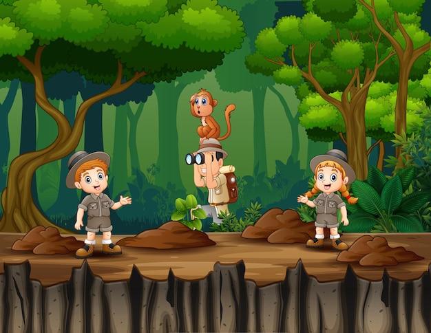 Karikaturillustration der safarikinder in der waldillustration