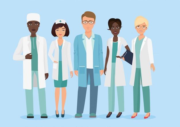 Karikaturillustration des teams des medizinischen personals des krankenhauses, der doktoren und der krankenschwesterncharaktere.