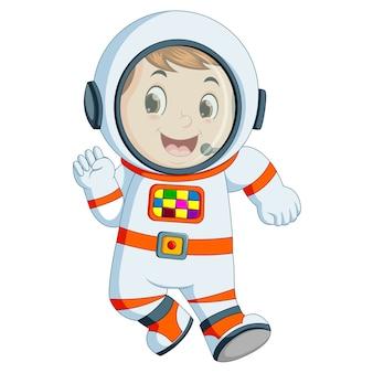 Karikaturjunge, der astronautenkostüm trägt
