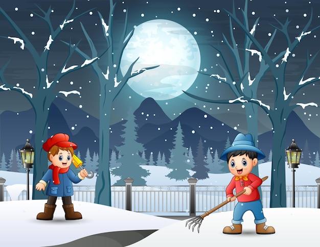 Karikaturjunge, der schnee auf der straße entfernt