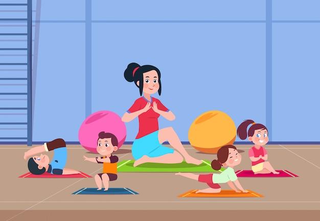Karikaturkinder mit ausbilder, die yogaübungen im fitnessstudio machen