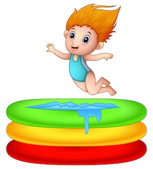 Karikaturmädchen, das ein aufblasbares pool springt