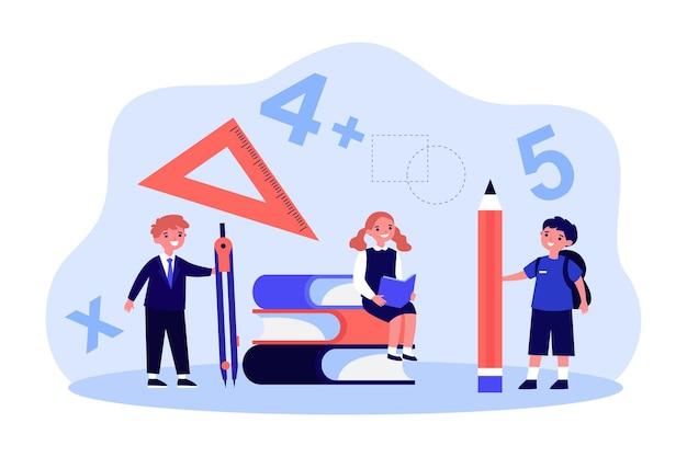 Karikaturschulkinder mit riesigem stationärem winzige studenten mit kompass oder teiler, bleistift und winkelmesser flache vektorgrafik. bildung, mathematisches konzept für banner, website-design oder landing page