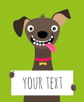 Karte mit dem glücklichen hund, der textrahmen auf grün hält