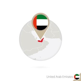 Karte und flagge der vereinigten arabischen emirate im kreis. karte der vereinigten arabischen emirate, flagge der vereinigten arabischen emirate. karte der vereinigten arabischen emirate im stil der welt. vektor-illustration.