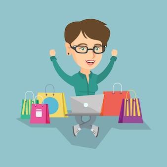 Kaukasische frau, die einen laptop für das on-line-einkaufen verwendet