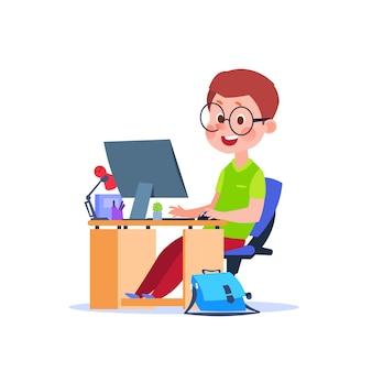 Kind am computer. karikaturjunge, der am schreibtisch mit laptop lernt. student, der code studiert