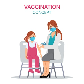 Kind bekommt den covid-19-impfstoff im krankenhaus.