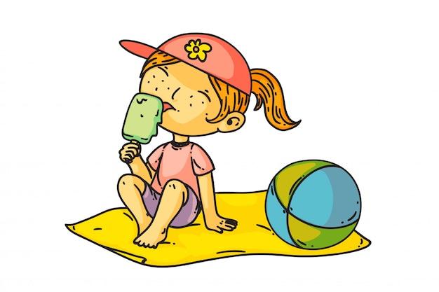 Kind, das eis isst. isolierte niedliche kindermädchen sitzen am strand und essen eis. vektorglückliche kinderperson-karikaturfigur, die eiscreme-nachtisch leckt. sommerferien und kindheitszeichnung