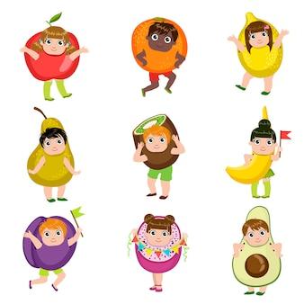 Kinder als früchte verkleidet