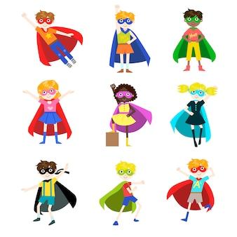 Kinder als superhelden-set verkleidet