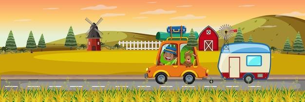 Kinder auf roadtrip in der horizontalen bauernhofszene zur sonnenuntergangszeit