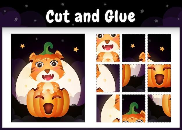 Kinder-brettspiel schneiden und kleben mit einem süßen tiger im halloween-kürbis