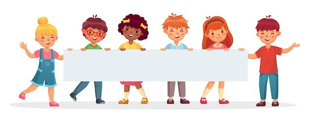 Kinder, die große leere fahne halten fröhliche verschiedene kinder lachen und lächeln. vorlage für die werbung mit leerem platz für text. glückliche jungen und mädchen mit papiervektorillustration