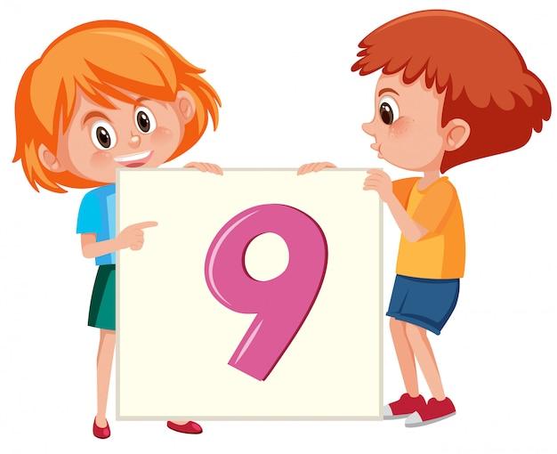 Kinder, die nummer neun karte halten