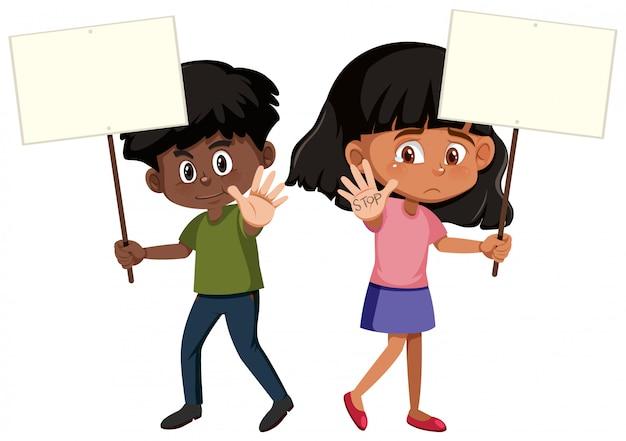 Kinder, die protestzeichen halten