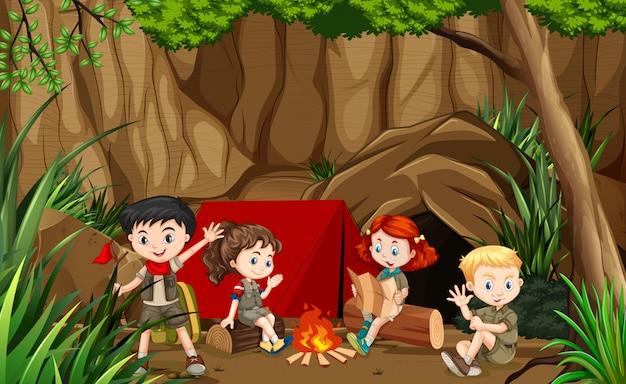 Kinder, die szene im freien kampieren