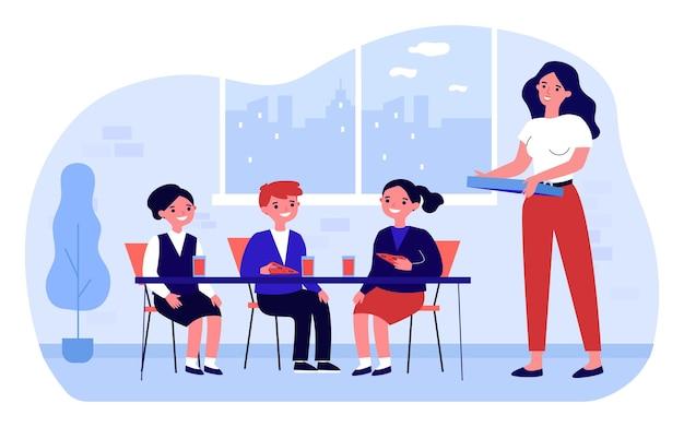 Kinder essen pizza zum mittagessen in der schule. lächelnder lehrer, der in der pause italienisches fast food für glückliche kinder serviert. kindermenü im restaurant. flache cartoon-vektor-illustration.