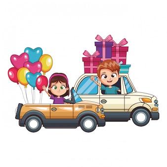 Kinder fahren zwei autos