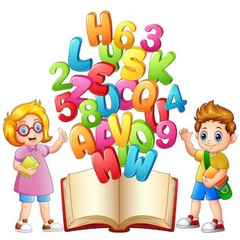 Kinder gehen zum Lernen im Buch