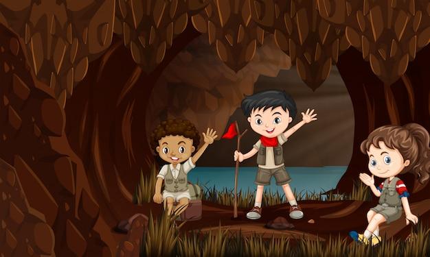 Kinder in einer höhle