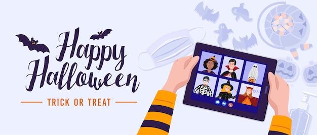 Kinder in halloween kleiden sich wegen des ausbruchs zu videotreffen