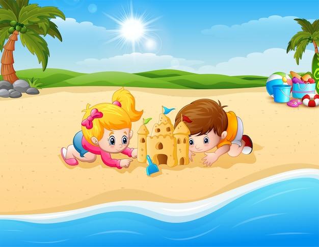 Kinder machen sandburg am strand Premium Vektoren