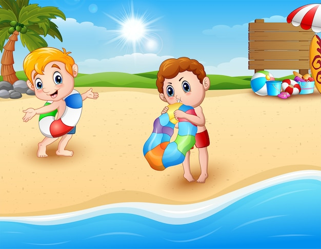 Kinder mit aufblasbarem ring am strand