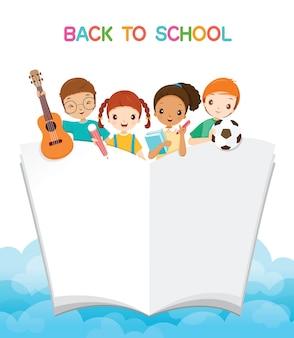 Kinder mit schulmaterial und buch, zurück in die schule