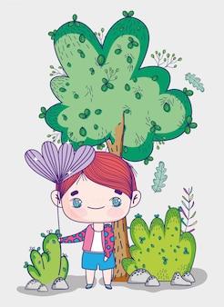 Kinder, netter kleiner junge mit blumenbaum-buschnatur