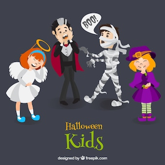 Kinder packen mit lustigen kostümen
