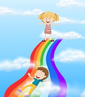Kinder rutschen einen regenbogen hinunter