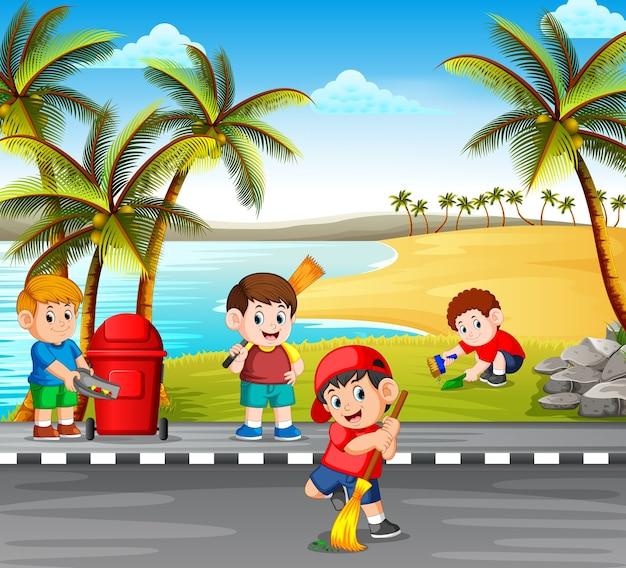 Kinder säubern die straße nahe dem strand von den gefahrensachen, um es sauber zu machen