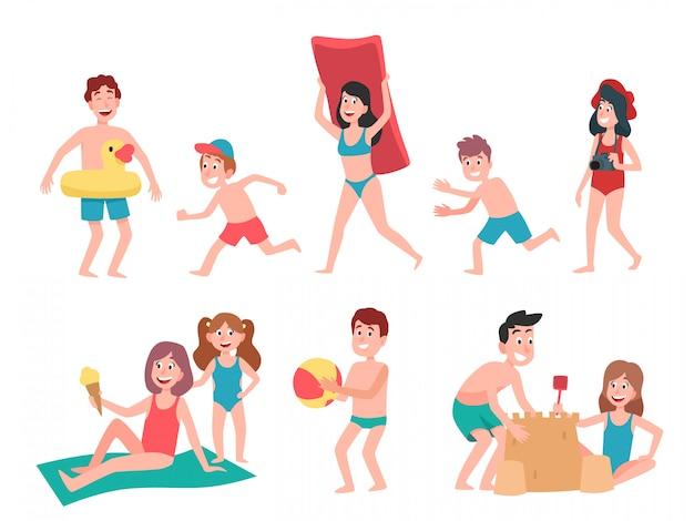 Kinder spielen am strand. sommerferienferienkinder, schwimmen und sonnenbaden-kinderkarikaturillustrationssatz
