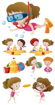 Kinder spielen am strand und schwimmen im meer