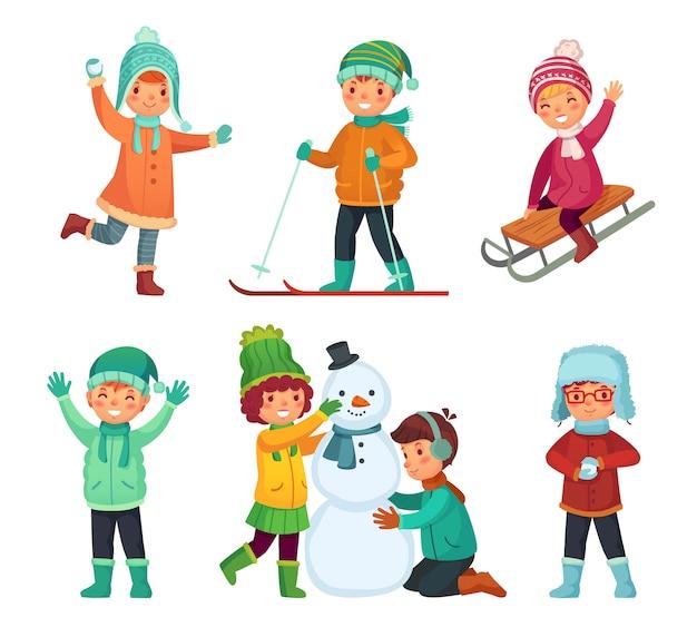 Kinder spielen im winterurlaub, rodeln und schneemann machen. cartoon kinder zeichen gesetzt