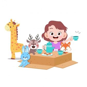Kinder spielen mit puppe