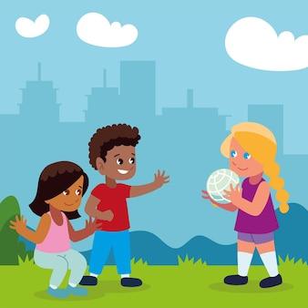 Kinder spielen park mit ball