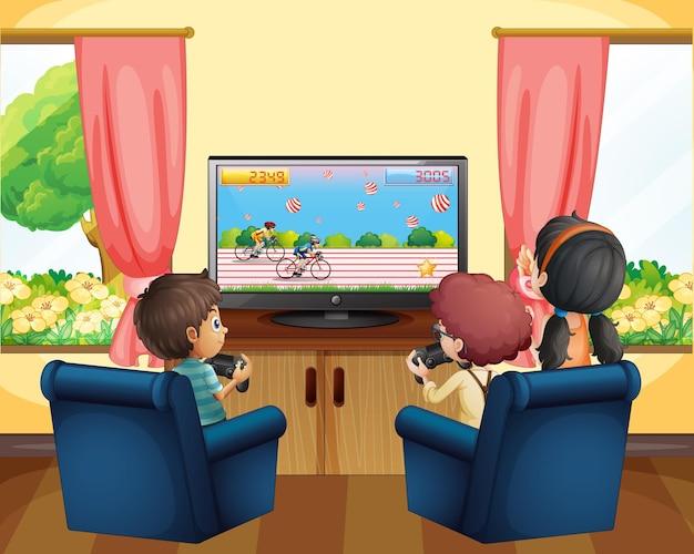 Kinder spielen rennspiel im fernsehen
