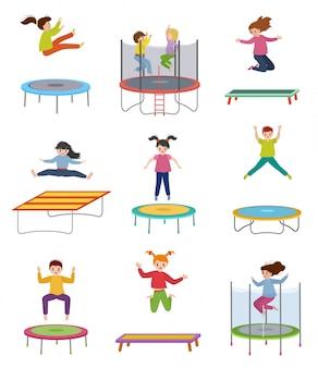 Kinder springen auf trampolinillustrationen, aktive glückliche kinder, kinderspringen, mädchen und jungen spielen isoliert auf weißem hintergrund Premium Vektoren