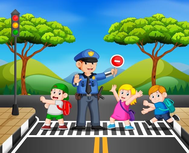 Kinder überqueren die straße, während die polizei den transport stoppt