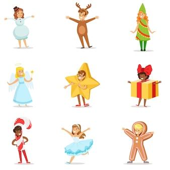 Kinder verkleidet als winterferien symbole für die kostüm-weihnachtskarnevalsparty