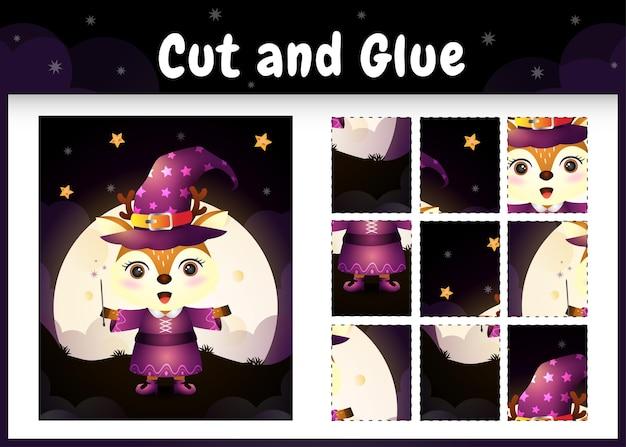 Kinderbrettspiel schneiden und kleben mit einem niedlichen reh im halloween-kostüm