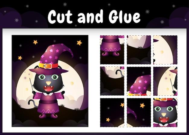 Kinderbrettspiel schneiden und kleben mit einer süßen schwarzen katze im halloween-kostüm