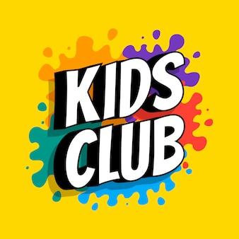 Kinderclub-inschrift auf dem hintergrund der farbigen fersen der farben. vektor flache illustration.