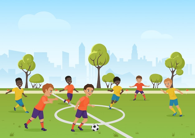 Kinderfußballspiel. jungen, die fußballfußball auf dem schulsportfeld spielen. karikaturvektorillustration.
