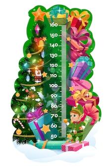 Kindergrößentabelle, weihnachtsbaum, geschenke und süße elfe. vektor-kinderstadiometer oder wachstumsmesser mit cartoon-hintergrund von weihnachtsbaum, geschenkboxen, bandschleifen und sternen mit linealskala