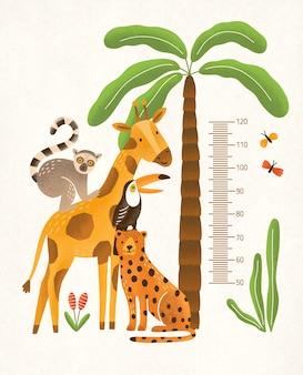 Kinderhöhe wandkarte in zentimetern verziert mit tropischen palmen, dschungelpflanzen und lustigen exotischen cartoon-tieren