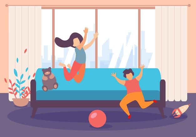 Kinderjungen-mädchen-sprungs-spiel innerhalb des wohnzimmers