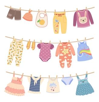 Kinderkleidung an seilen mit wäscheklammer süßes kinderhemd-hosen-set